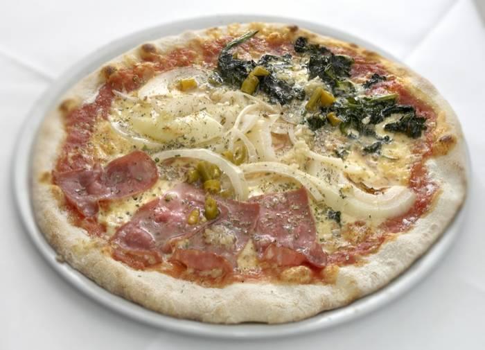 original italienische pizza nur aus frischen zutaten. Black Bedroom Furniture Sets. Home Design Ideas